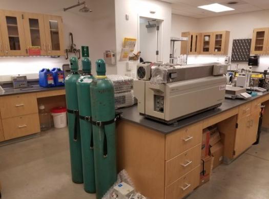 Liquid chromatography- mass spectometry device