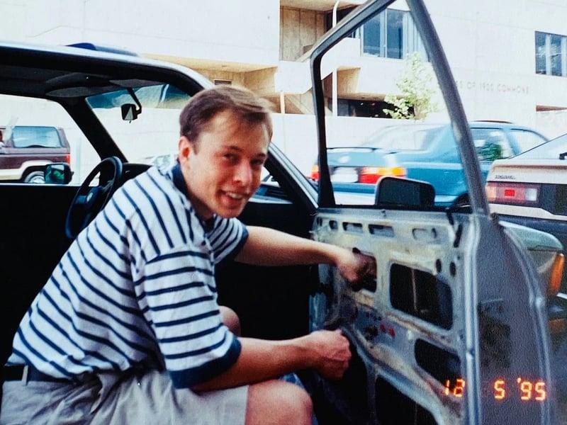 Elon Musk fixing his car window